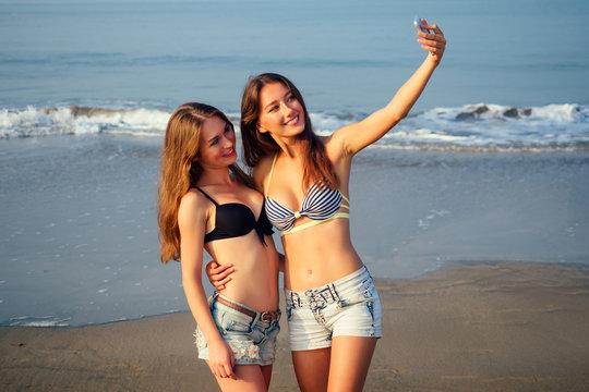 Free videos of teens in bikinis adult archive