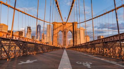 Tuinposter Brooklyn Bridge Brooklyn bridge and Manhattan skyline early morning glowing at sunrise