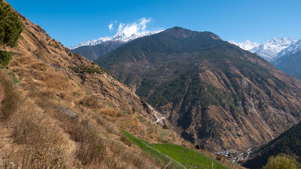 Berge in Nepal mit BLick auf den Himalaya