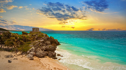 Foto auf Leinwand Mexiko Caribbean beach at the cliff in Tulum at sunset, Mexico
