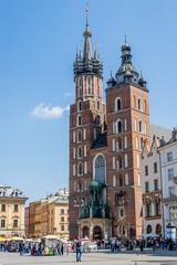 Basilique Sainte-Marie sur la Place Rynek Głowny à Cracovie