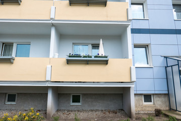 Plattenbau Immobilie mit Balkon
