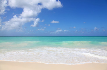 Pristine white beaches and turquoise caribbean waters of Eagle Beach Aruba