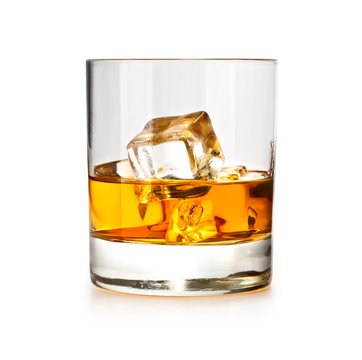 whiskiey glass with ice