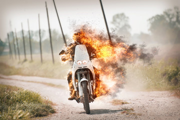 Enduro  in fiamme