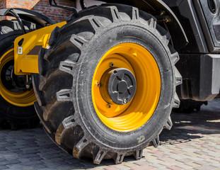 Large thick wheel excavator