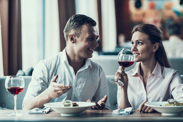 Young man communicates with woman in restaurant.