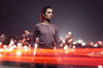 sportliche Junge Frau in Straßenverkehr