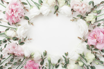 Foto op Plexiglas Bloemen Beautiful floral frame of pastel flowers and eucalyptus leaves on white table top view. Flat lay style.