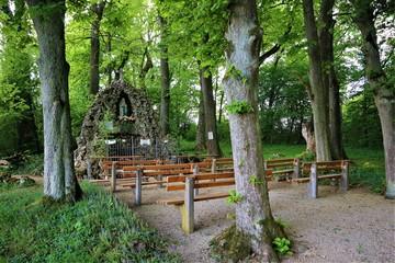 Lourdes Grotte in 86655 Mündling