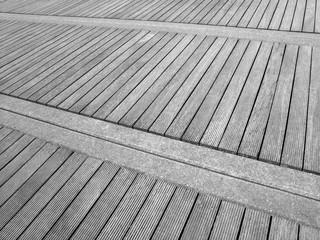 Holzboden Mit Schiffsdielen Auf Der Seebrücke Binz Auf Rügen An Der Ostsee  In Mecklenburg Vorpommern