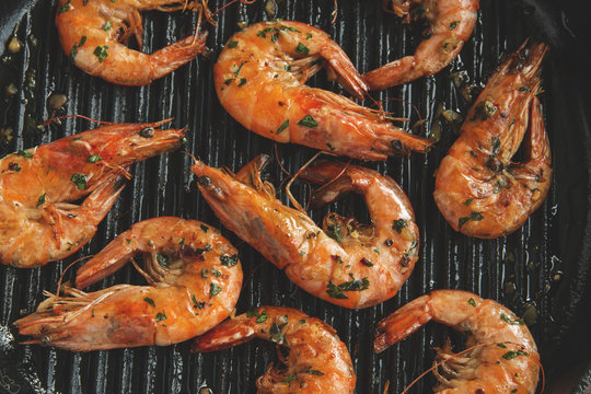grill fried shrimp in a grill pan close-up top view