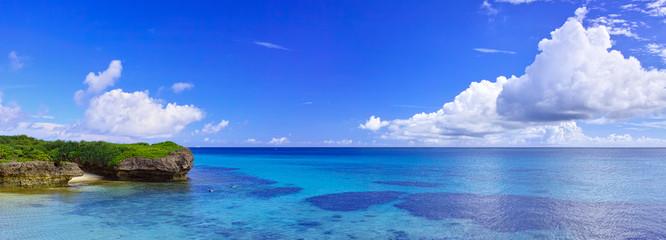 真夏の宮古島。フナクスビーチの風景(パノラマ)