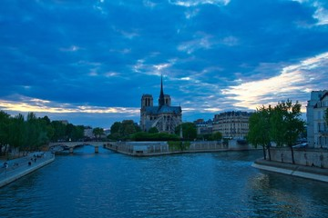 Fototapete - End of Day near Notre Dame de Paris Cathedral