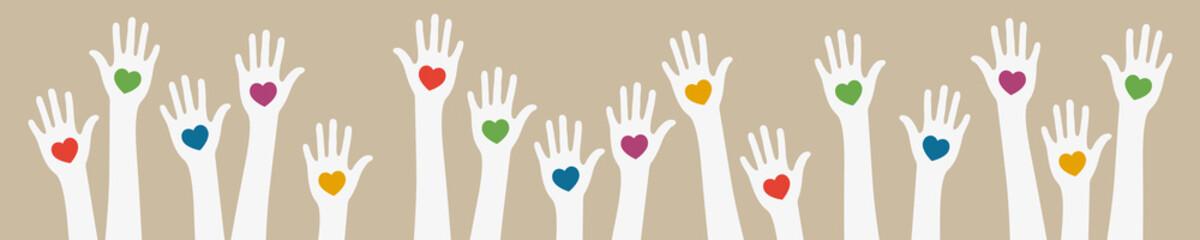 Hände mit bunten Herzen