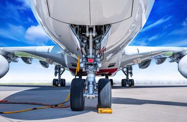 Tuinposter Vliegtuig landing gear of an modern airliner
