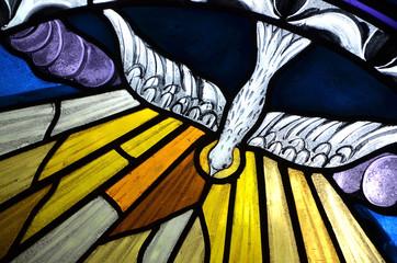 sceny biblijne na witrażach