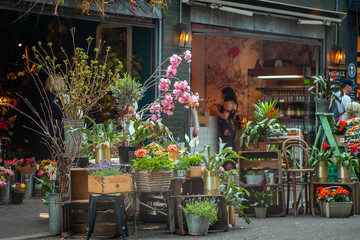 Obraz A florist in Borough Market-London, one of the most visited touristic places in the city - fototapety do salonu