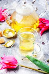Fototapete - Herbal tea and spring tulip