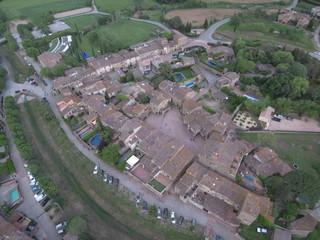 Drone en Monells, pueblo del Emporda  en Gerona, Costa Brava (Cataluña,España). Fotografia aerea con Dron.