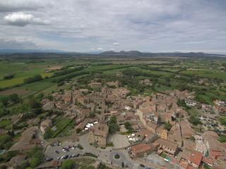 Drone en Pals, pueblo medieval del Ampurdan  en Girona, Costa Brava (Cataluña,España). Fotografia aerea con Dron.