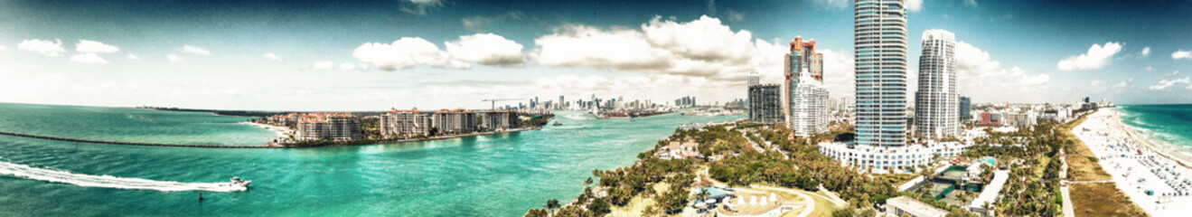 Fototapete - Aerial view of Miami skyline from South Pointe Park, Florida