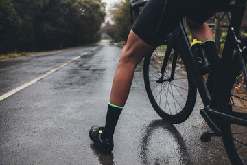 Photo sur Toile Cyclisme Cyclist training on wet road