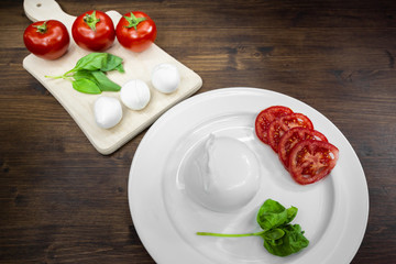 Buffalo mozzarella, tomatoes and basil, a typical combination known as Caprese, which is part of the Mediterranean diet.