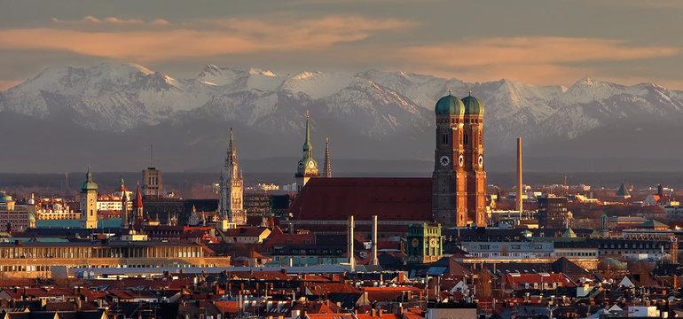 München bei Fön mit Blick in die bayerischen Alpen