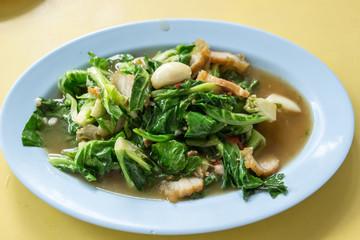 タイ料理 緑の野菜と豚肉炒め にんにく 屋台