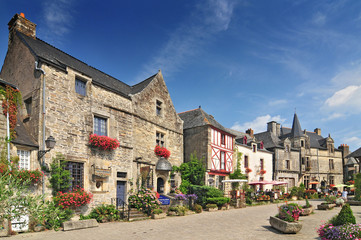 Medieval houses at Rochefort en Terre Brittany in north western France. Fototapete