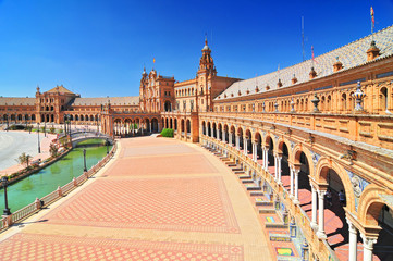 Plaza de Espana (Place d' Espagne), built between 1914 and 1928 by the architect Anibal Gonzalez, Sevilla, Andalucia, Spain.