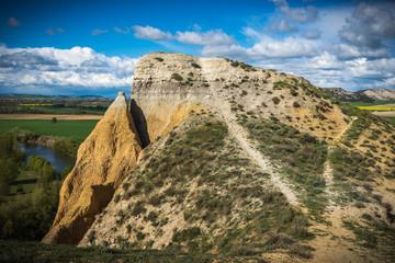 Escarpa casi vertical de un terreno en Cabezon de Pisuerga en la provincia de Valladolid (España )