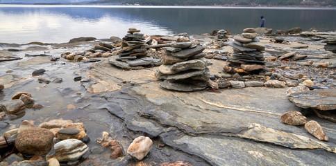 Rock balancing on the lake