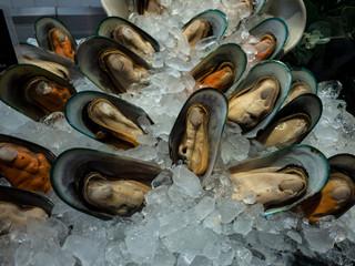 Zelfklevend Fotobehang Schaaldieren Fresh seafood including Oyster, Shell, squid and shrimp in ice basket