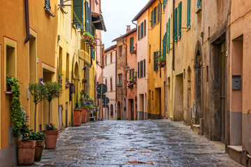 Fototapete - Beautiful alley in Tuscany, Old town Montepulciano, Italy
