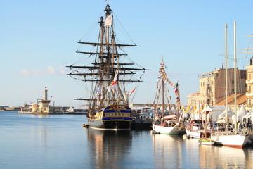 L'attrayante ville maritime de Sète et ses grands voiliers, Hérault, Occitanie