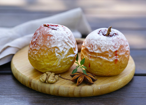 baked apples with cinnamon and powdered sugar