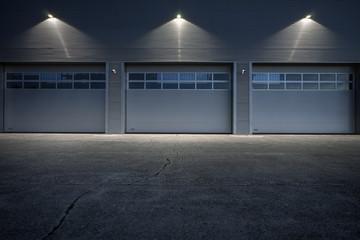 Beleuchtete Lagerhalle - Garage