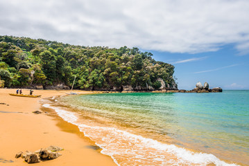 Abel Tasman National Park, New Zealand: Magical sandy beach with turquoise blue water on beautiful sunny summer day, enjoy breathtaking landscape by exploring the Splitt Apple ocean coast by kayaking