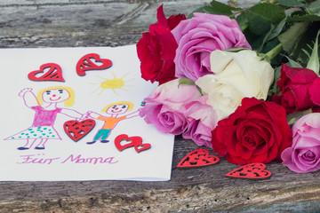 Selbstgemaltes Bild für Mama zum Muttertag mit Rosen und Herzen