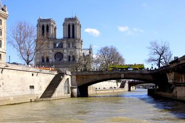 Promenade Parisienne sur Seine