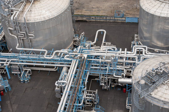 an image of tanks for liquid LPG gas.