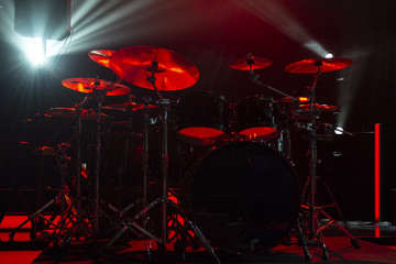 Staande foto Vlam A kit of drums and a microphones on an empty stage in blue smoke before the concert