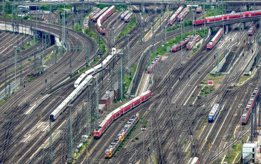 Gleise mit Zugverkehr