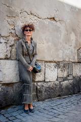 Femme dans le quartier Juif de Cracovie