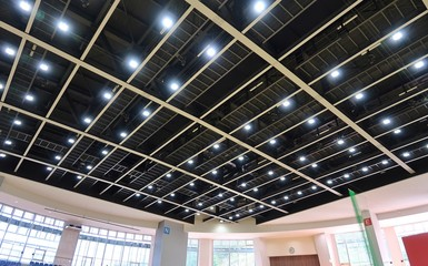 体育館の天井の照明