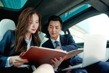 Business people to discuss work in the car