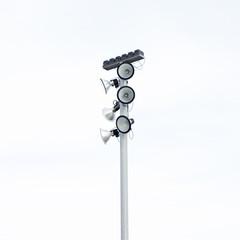 Farola con seis luminarias