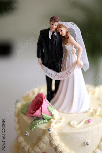 Brautpaar Auf Hochzeitstorte Stockfotos Und Lizenzfreie Bilder Auf